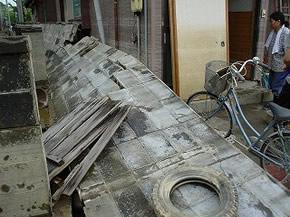 新潟中越沖地震で倒壊してしまったブロック塀